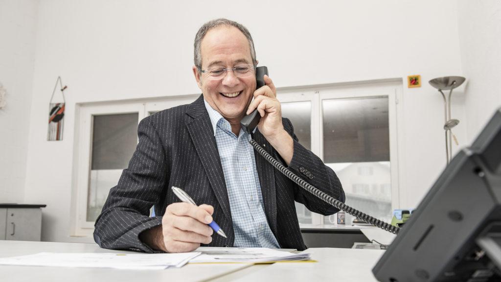 Unternehmensnachfolge Kompetenzen Rolf Düggelin Beratung am Telefon